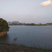 Có ngay 2064M2 hồ bám đất đã có sẵn 01 biệt thự trắng đường oto 45cho tránh nhau tại Lương Sơn hiếm.