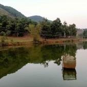 Có bán 2200M2 viu đất ôm trọn hồ tại Thạch Thất đường vào rộng thênh thang cách hòa lạc 3km giá tình yêu.